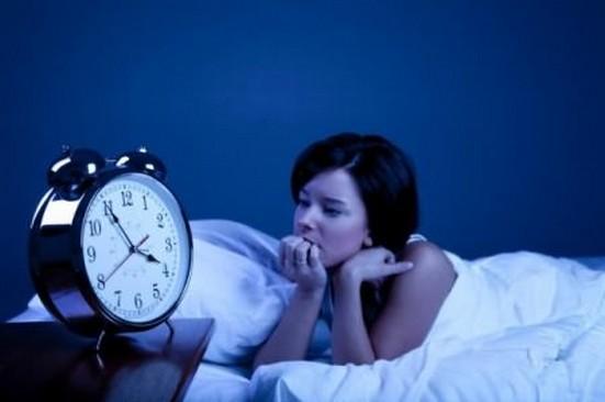 женщина ждет менструацию